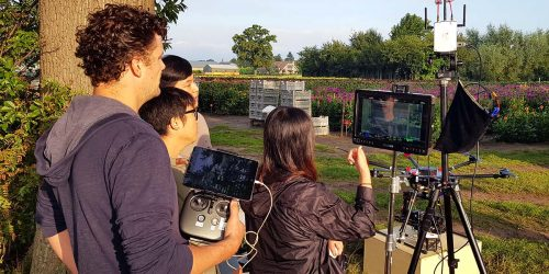 Team bij monitor